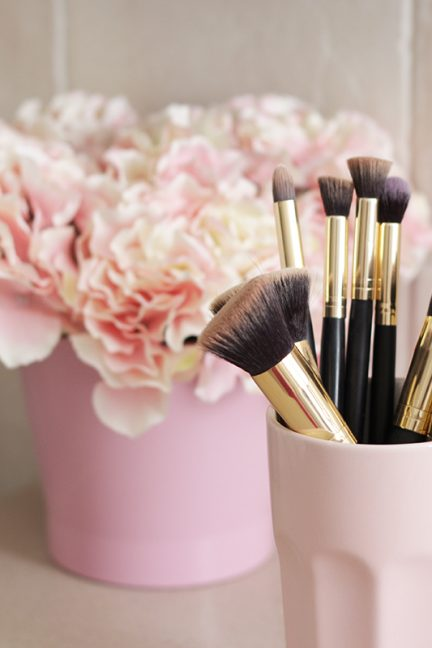 How To Clean Your Makeup Brushes In 5 Steps